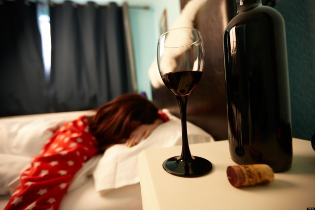 Alcohol and menstrual bleeding. Does alcohol affect menstruation?
